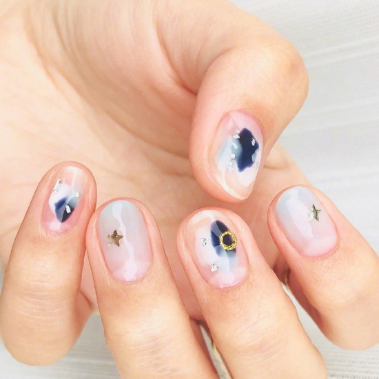 Early autumn nail style recommended translucent smudged nail art