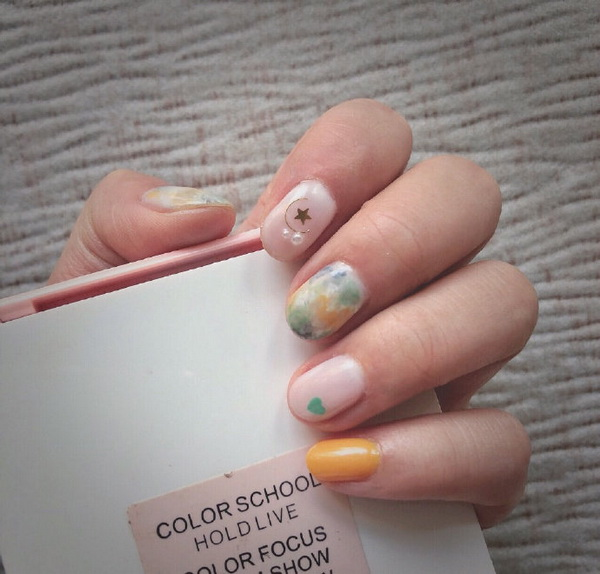 A set of beautiful and special spring nail art pictures