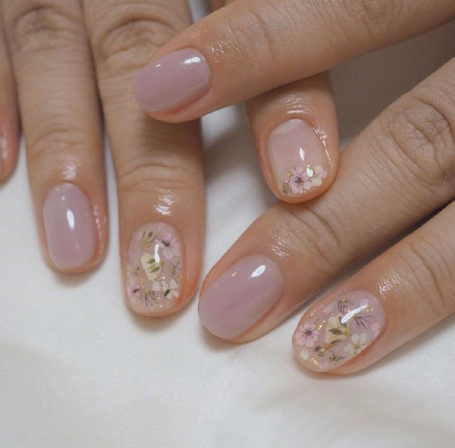 Delicate transparent fruit candy candy manicure