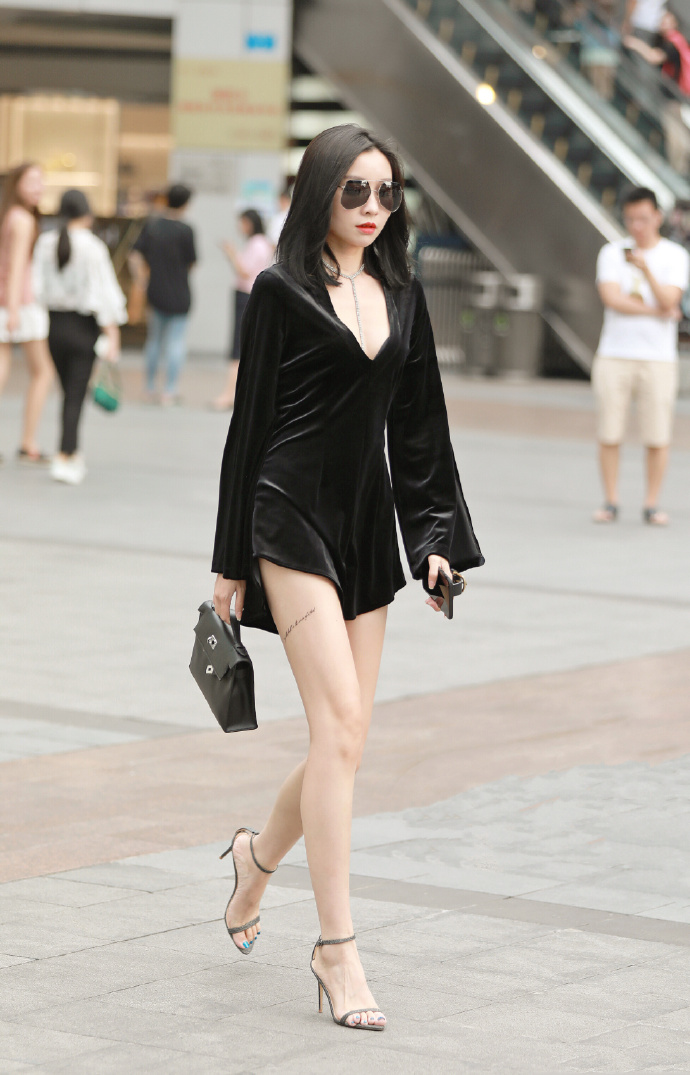 街头<a href=/?m=search&a=index&k=%E8%B5%8F%E5%BF%83%E6%82%A6%E7%9B%AE target=_blank ><b style=color:red>赏心悦目</b></a>小<a href=/?m=search&a=index&k=%E5%A7%90%E5%A7%90 target=_blank ><b style=color:red>姐姐</b></a>,这腿<a href=/?m=search&a=index&k=%E5%A4%AA%E7%BE%8E target=_blank ><b style=color:red>太美</b></a>了!